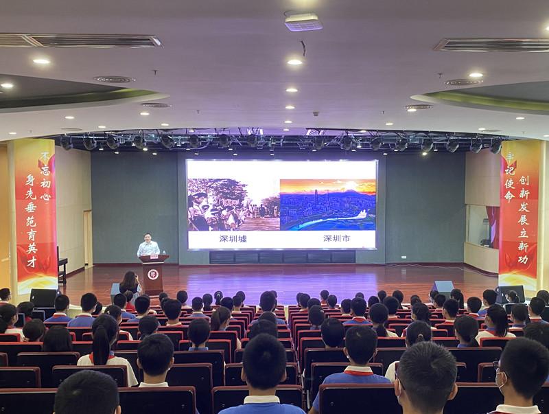 罗湖区区长刘智勇在罗湖中学讲授思政课