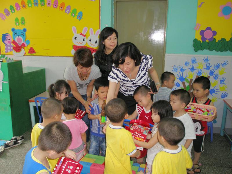 """黄贝街道妇联""""六一""""国际儿童节慰问辖区幼儿园师生"""