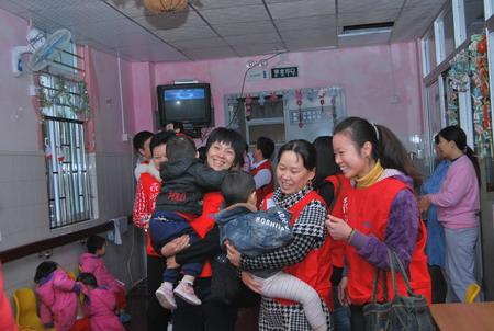 探访儿童福利院
