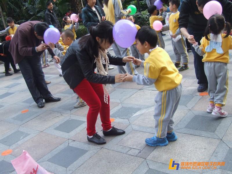 """""""一起玩耍,一起长大""""——新世纪魅力城幼儿园首届亲子"""