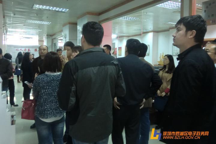 新疆塔县领导来我街道湖景社区进行调研工作